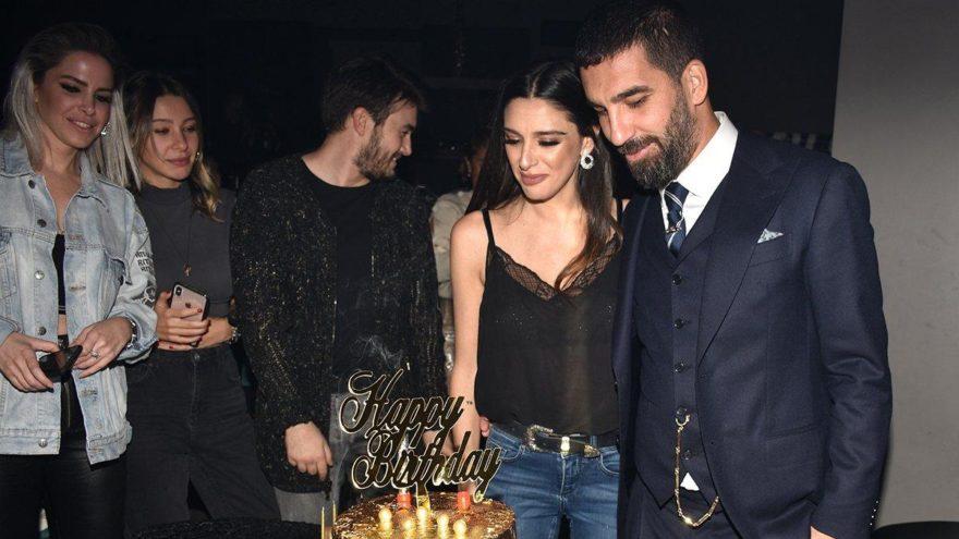 Arda Turan'dan eşi Aslıhan'a sürpriz doğum günü