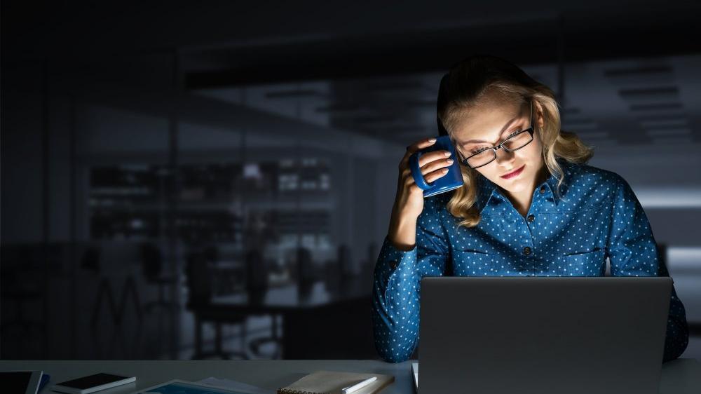 İşverenin gece vardiyasında işçiyi 12 saat çalıştırması yasal mıdır?