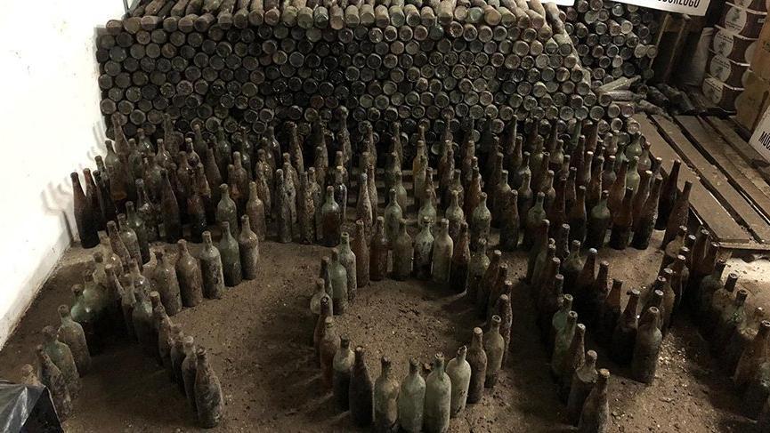 Tam 12 bin şişe kaçak içki toprağa gömülü olarak bulundu