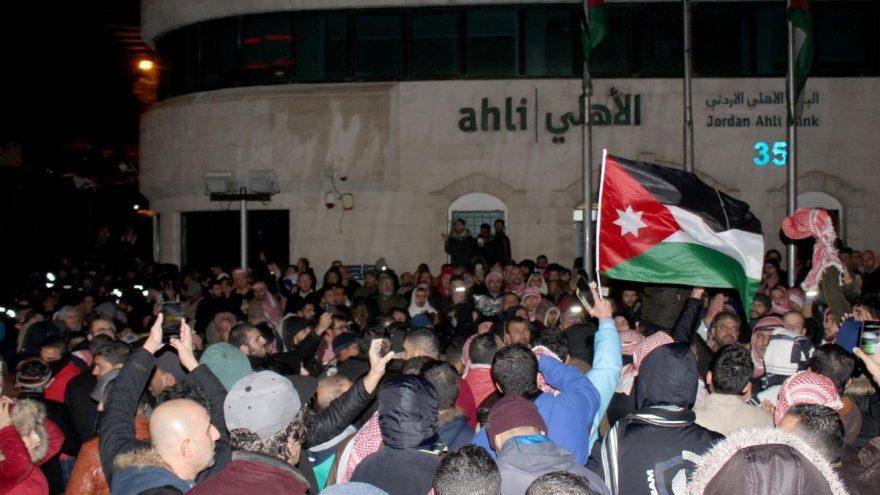 Vergi eylemleri Fransa'dan Araplara sıçradı