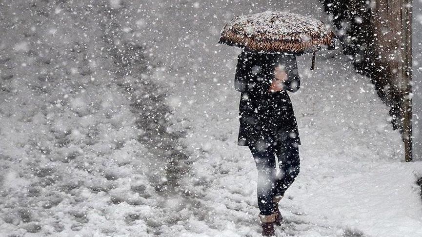 İstanbul'da kar etkisini gösterdi! Okullar tatil olacak mı?