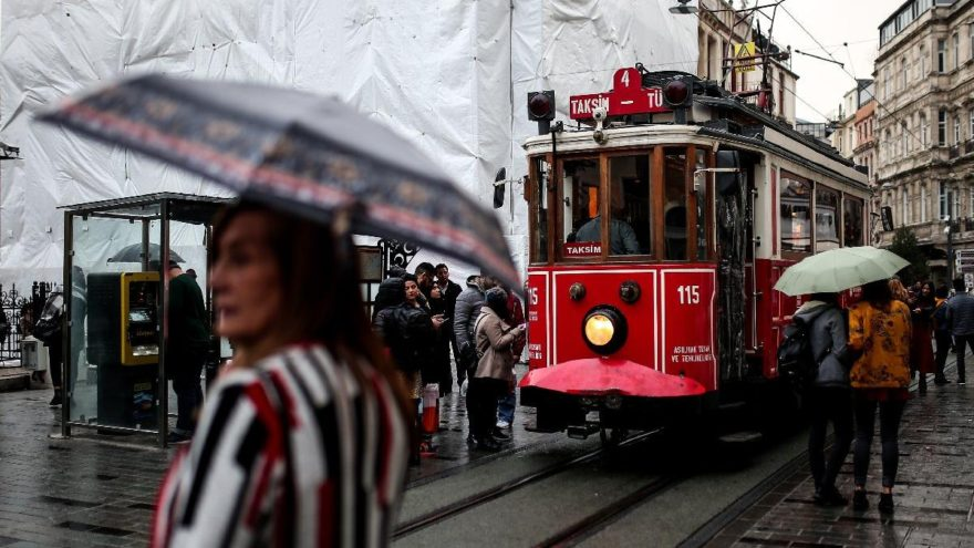 Meteoroloji'den kuvvetli yağış ve fırtına uyarısı! İstanbullular yarına dikkat….
