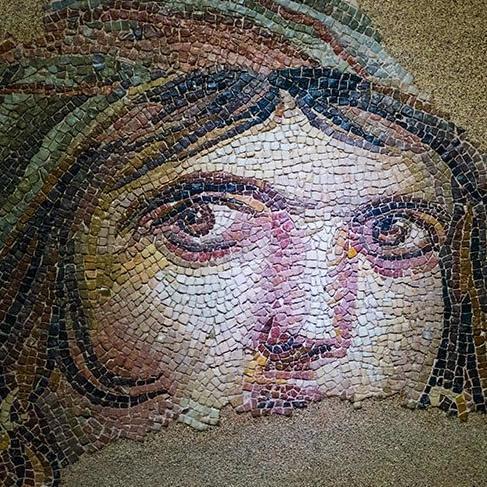'Çingene Kızı': Tarihi mozaik parçalarının hikayesi ne?