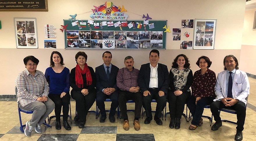 Projeyi yürüten öğretmenler (sağ baştan) Muharrem Kadak, Deniz Filiz Kaya, Fatma Erensayın , Turgut Arslan , Mustafa Tozlu, Enver Kanat Avcıoğlu, Necla Bozdoğan, Burcu Saka ve Aslıhan Anar.