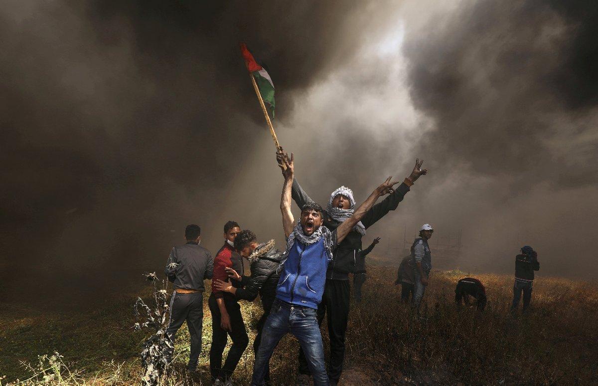 İsrail'in Filistinlilere yönelik sistematik şiddeti Nisan ayında korkutucu boyuta ulaştı. İsrail, gösteri yapan Filistinlilere ateş açtı binlerce insan öldü.