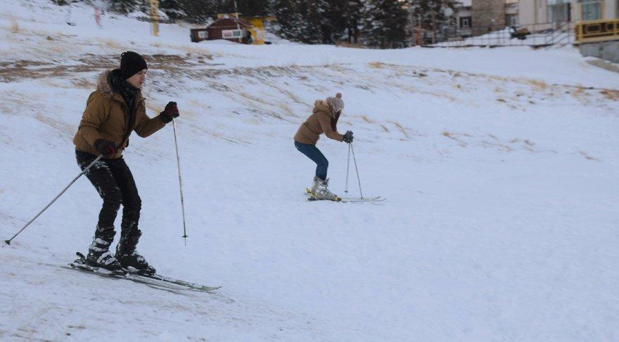 Uludağ'da sezon henüz açılmadı. Kar kalınlığı 35 cm'de...