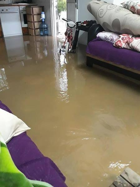Yağışlar sonrası evleri su bastı.