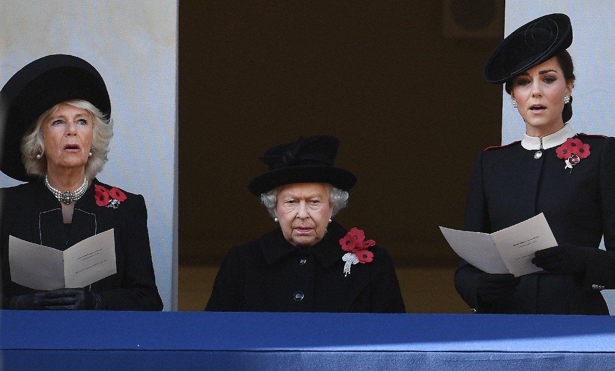 Torunu Harry'nin eşi Meghan ile arasında gerilim olduğu iddia edilen Kraliçe Elizabeth, ilan verdi.