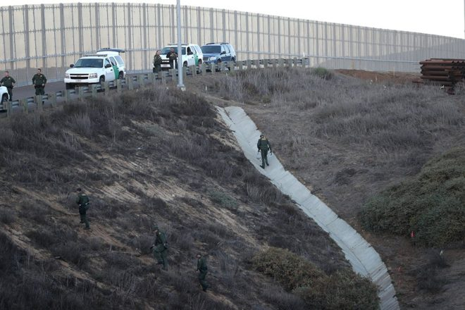ABD sınır devriyesi yaşanan gelişme sonrası çevrede güvenlik tedbirlerini arttırdı.