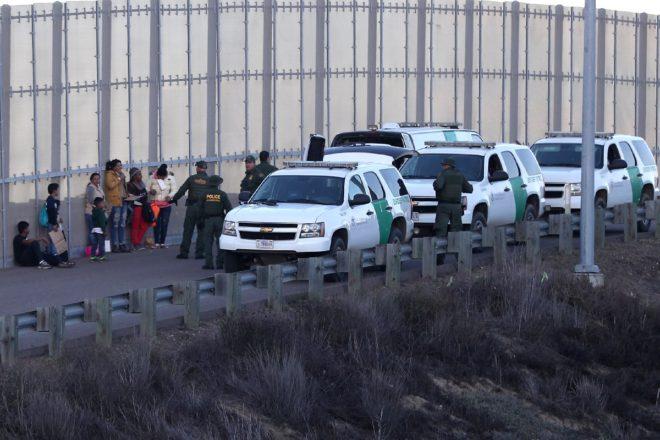 Bir grup göçmen güvenlik güçleri tarafından böyle yakalandı.