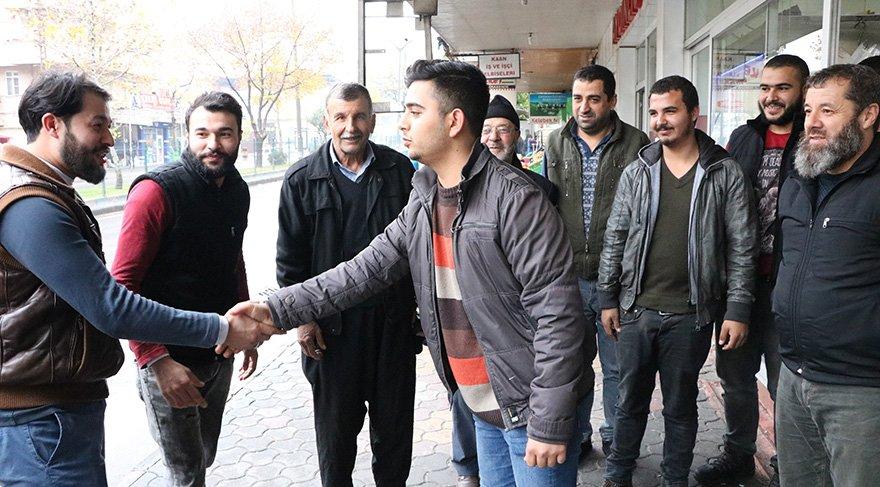 Güvenç, mahallede esnafı tek tek ziyaret edip oy istedi Foto İHA