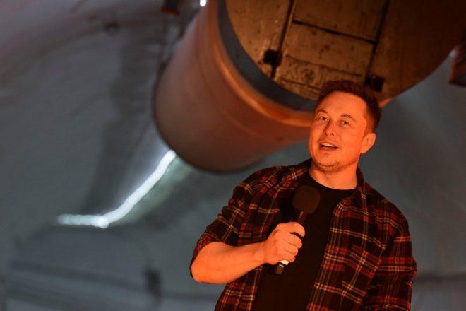 Törende konuşan Musk'ın son dönemde kilo alması dikkat çekti.