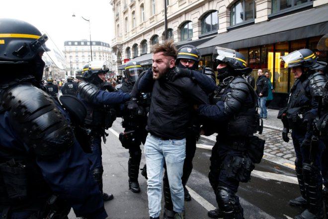 paris-gosteri-reuters11