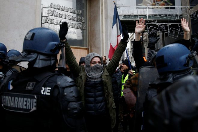 paris-gosteri-reuters21
