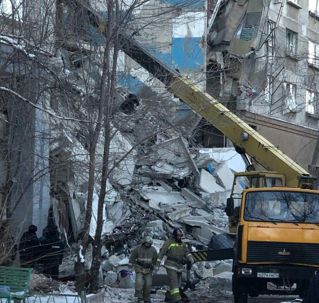 Patlama sonrasında en az 70 kişinin enkaz altında kaldığı açıklandı.
