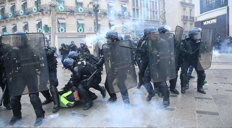 Polis göstericilere müdahale etti. AA