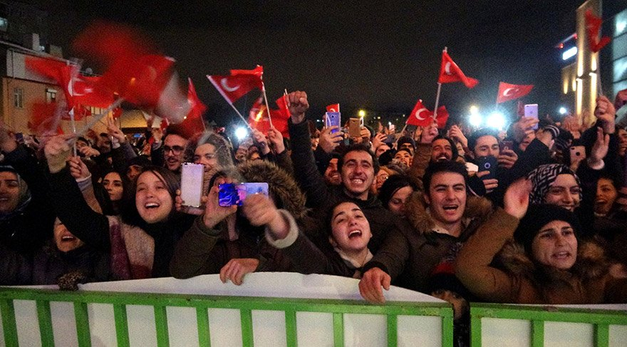SELDA BAGCAN'S OPEN AIR CONCERT IN ESKİŞEHİR HUNDREDS OF HUNDREDS, LIKE 2 COUNTRY COSKUNY watched. PHOTO: DHA
