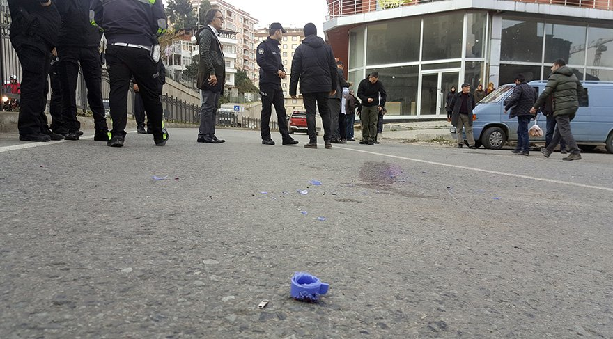 Küçük çocuğun ait suluğun parçaları yola dağıldı Foto: DHA