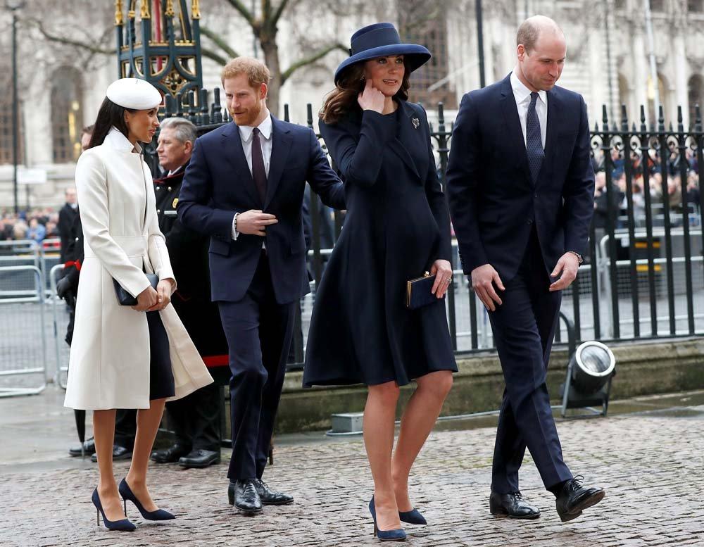 Düşeslerin arasındaki gerginlik Prens Harry ve Prens William'ı da etkiledi. Söylentiler arasında kardeşler arasında da gerginlik olduğu yönünde...
