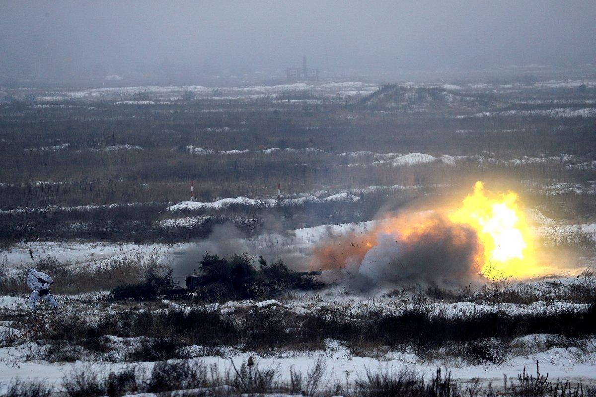 İki ülke arasında yaşanan gerilimin ardından Ukrayna'da tatbikat sayıları artırıldı.