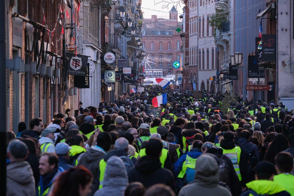 Toulouse'ta çok sayıda gösterici ana caddeleri kapattı.