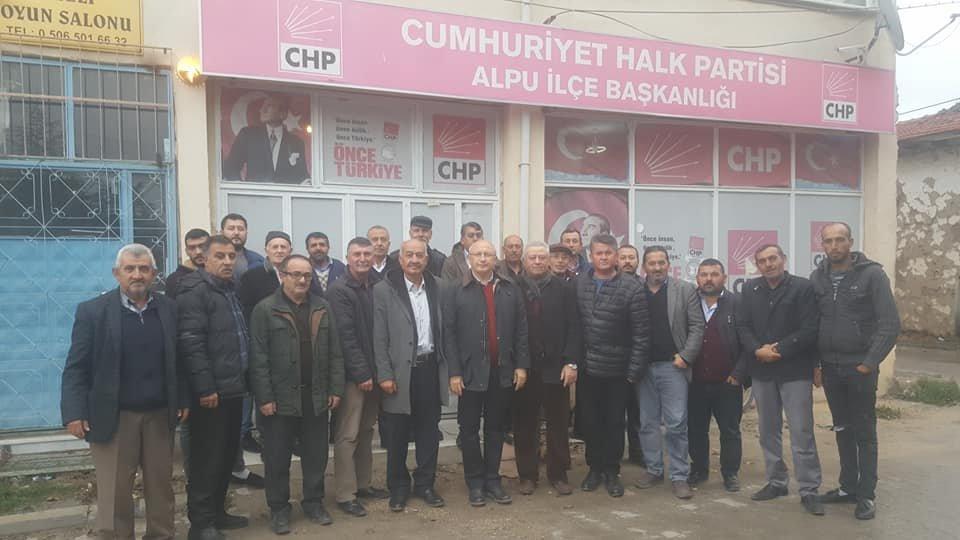 FOTO:SÖZCÜ - Utku Çakırözer, Alpu'da vatandaşlarla birraya geldi.