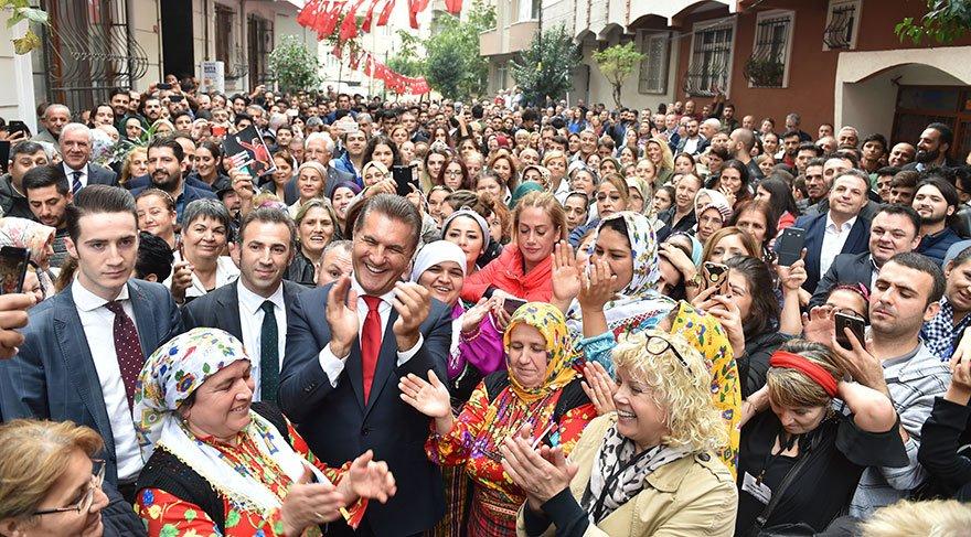 """TOPLANTILAR MİTİNG HAVASINDA Şişli Belediyesi önceki başkanlarından Mustafa Sarıgül, """"Her mahalle toplantısı miting havasında geçiyor"""" dedi. Sarıgül, rekor oy hedeflediğini söyledi."""