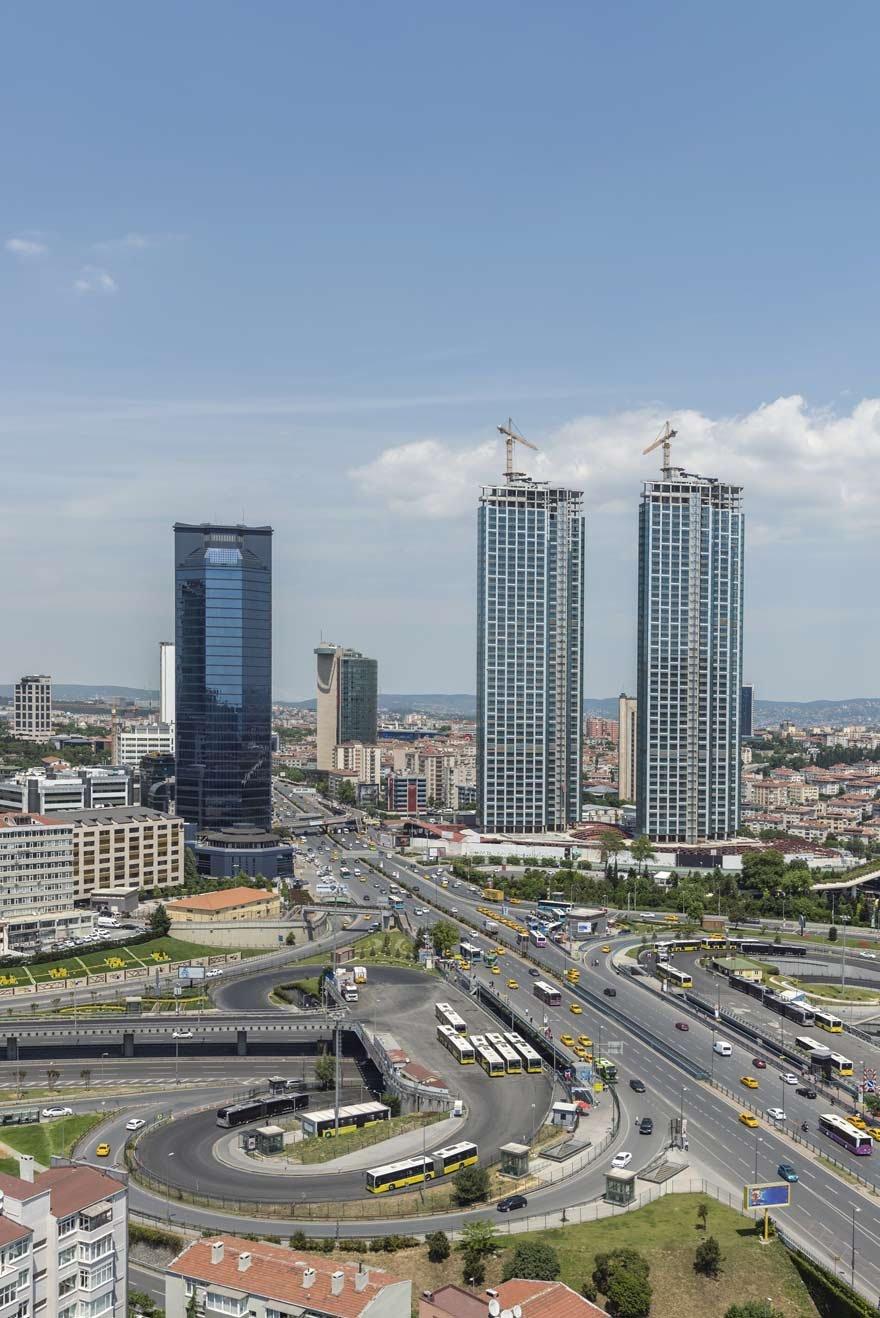 Sözleşmeye göre 3 yılda tamamlanması gereken proje, aradan 6 yıl geçmesine rağmen bir türlü bitirilemedi.