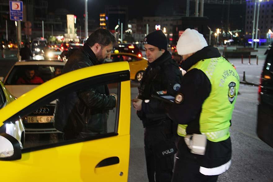 FOTO: İHA -İSTANBUL'DA 'YEDİTEPE HUZUR' ADLI ASAYİŞ UYGULAMASI KAPSAMINDA 39 İLÇEDE HELİKOPTER DESTEKLİ DENETİM YAPILDI.