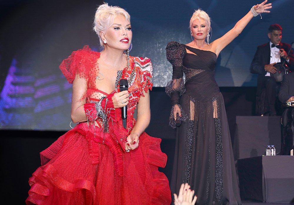 Ajda Pekkan, Fransız bir tasarımcıya ait 300 TL'lik kırmızı kıyafeti ve moda tasarımcısı Züleyha Kuru imzalı siyah elbisesiyle oldukça şıktı...