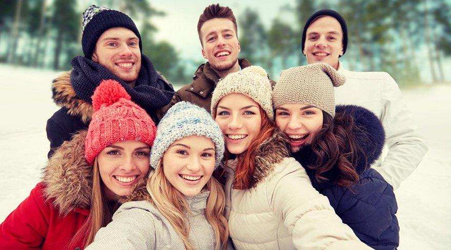 Koç: Odak noktanız iş hayatından arkadaşlarınıza kaymaya başlayacak, daha çok sosyalleşebilecek, yeni arkadaşlar edinebilecek, arkadaşlarınızla birlikte keyifli zamanlar geçirebileceksiniz. Gereksiz bir öz güven ve aşırı iyimser bir hava ile sorumluluklarınızdan kaçmayın.
