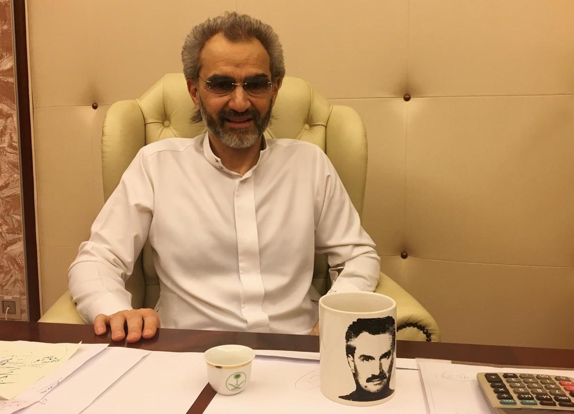 O dönem gözaltına alınan Al-Waleed bin Telal, çıktıktan sonra Riyad yönetimine destek vereceğini açıklamıştı. Prens, malvarlığının büyük bir bölümünü Riyad yönetimine vermeyi kabul etmişti.