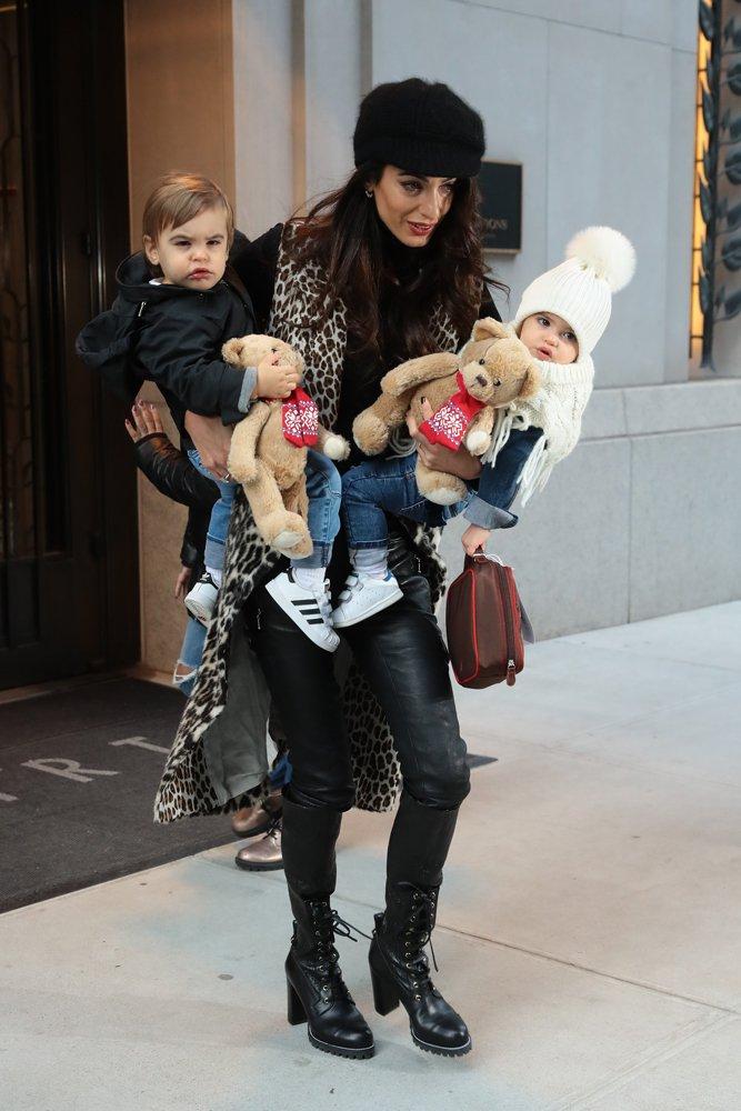 Clooney çiftinin Ella ve Alexander adlı ikiz bebekleri...