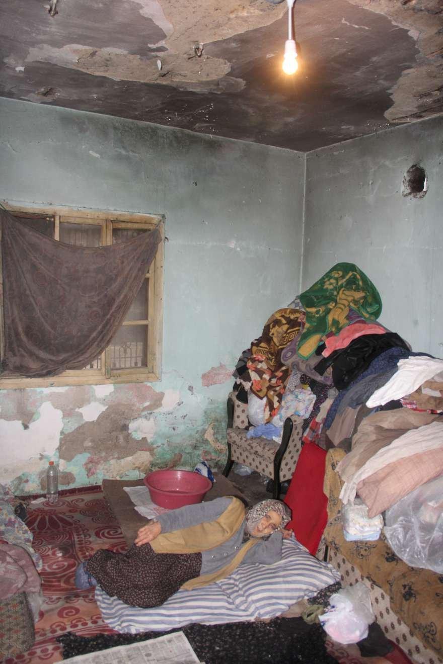 Yaşadıklarına isyan eden yaşlı kadın