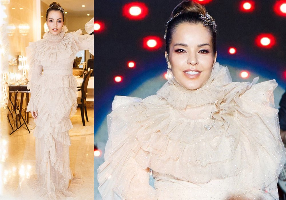 Züleyha Kuru tasarımı tercih eden bir başka ünlü ise Bengü... Fırfırlı tül elbiseyi şarkıcı maalesef taşıyamamış. Boğaz kısmındaki fırfır ise göz yormakla kalmayıp, Bengü'yü de bir hayli boyunsuz göstermiş.