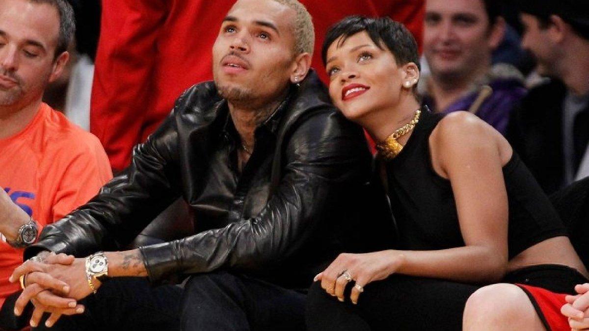Rihanna ile uzun süre birlikte olan Chris Brown, Barbadoslu şarkıcıya şiddet uygulamış ve hastanelik etmişti.