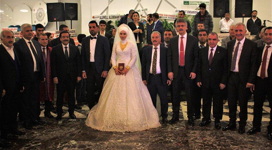 Düğünde siyaset, bürokrasi ve iş dünyası bir araya geldi Foto: İHA