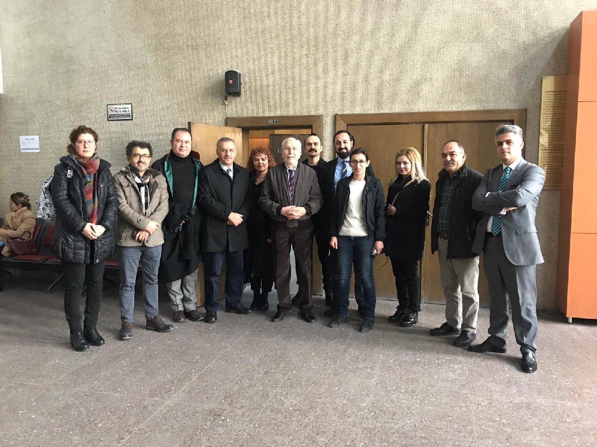 Ankara Adliyesi'nden SEGBİS sistemi ile ifade veren Emin Çölaşan'ı mesai arkadaşları yalnız bırakmadı.