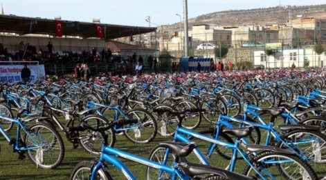 Kilis'te, çocukların bisiklet sevinci