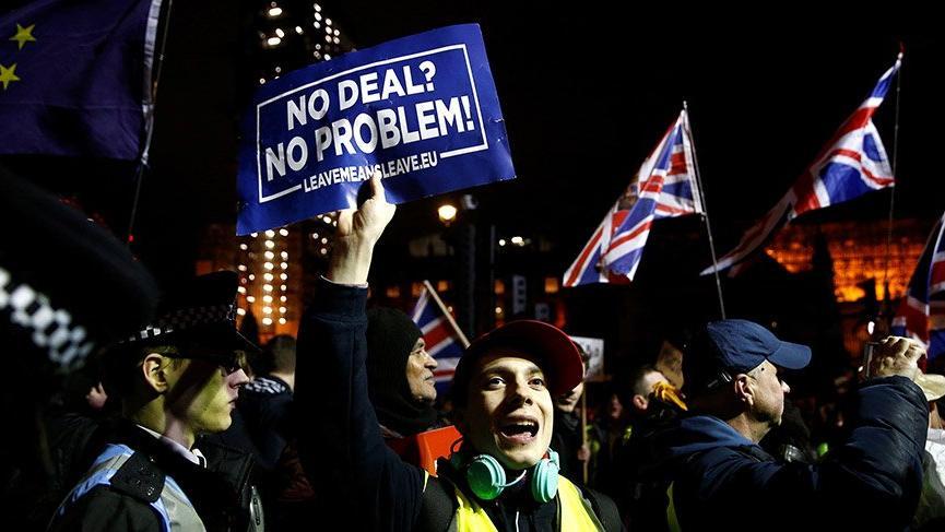 AB İngiltere ile anlaşmasız ayrılığa hazırlanıyor
