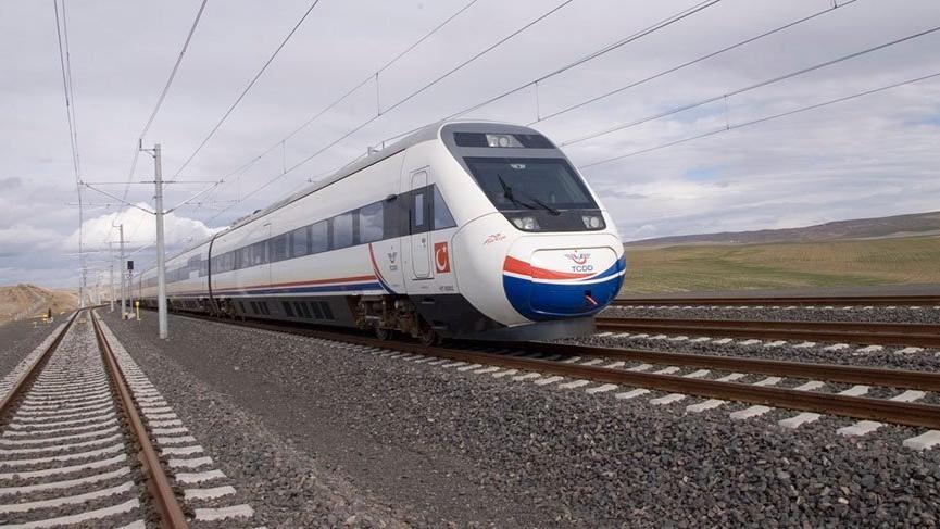 TCDD'yi yüksek hızlı tren çarptı