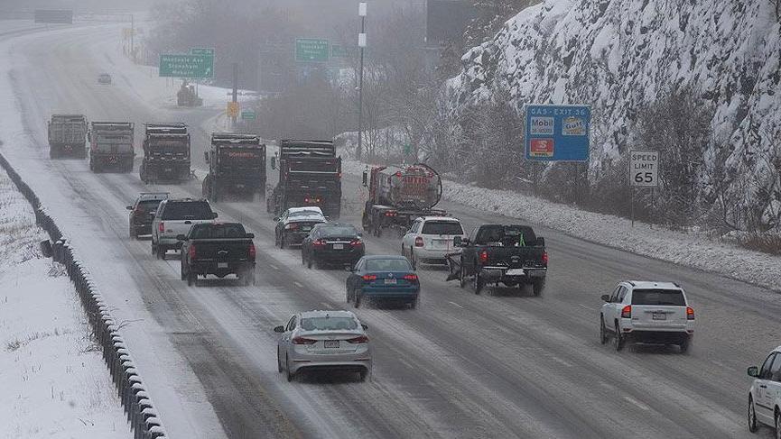 ABD'deki kar fırtınası 5000'e yakın uçuşu iptal ettirdi