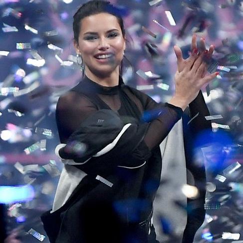 Adriana Lima Victoria's Secret özlemini giderdi