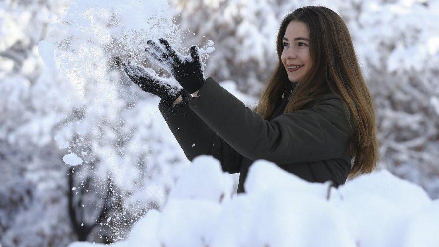Son dakika: Ankara'da öğrenciler kar tatili haberi bekliyor! Ankara'da okullar tatil mi? Vasip Şahin'den kar tatili açıklaması geldi mi? (8 Ocak Salı)