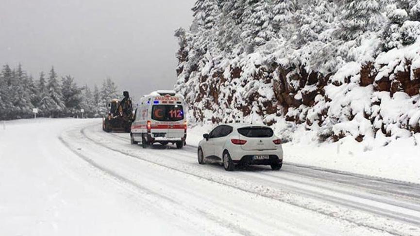 Kar, Antalya-Konya karayolunda ulaşımı aksatıyor