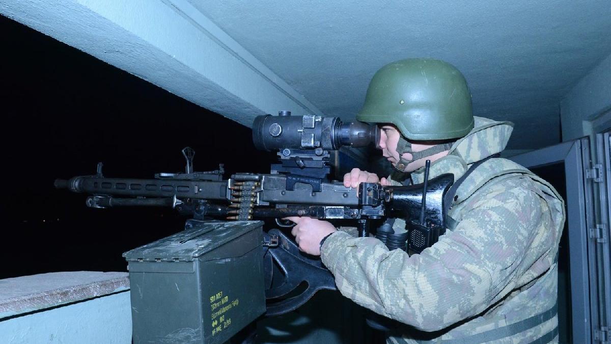 Yeni yıla eller tetikte giren kahraman Türk askerinden mesaj var: 'Gözünüz arkada kalmasın'