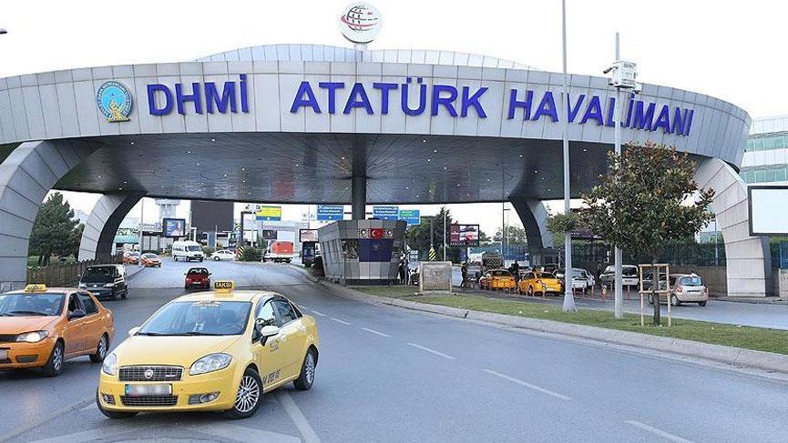 Atatürk Havalimanı'nda polisin silahı ateş aldı
