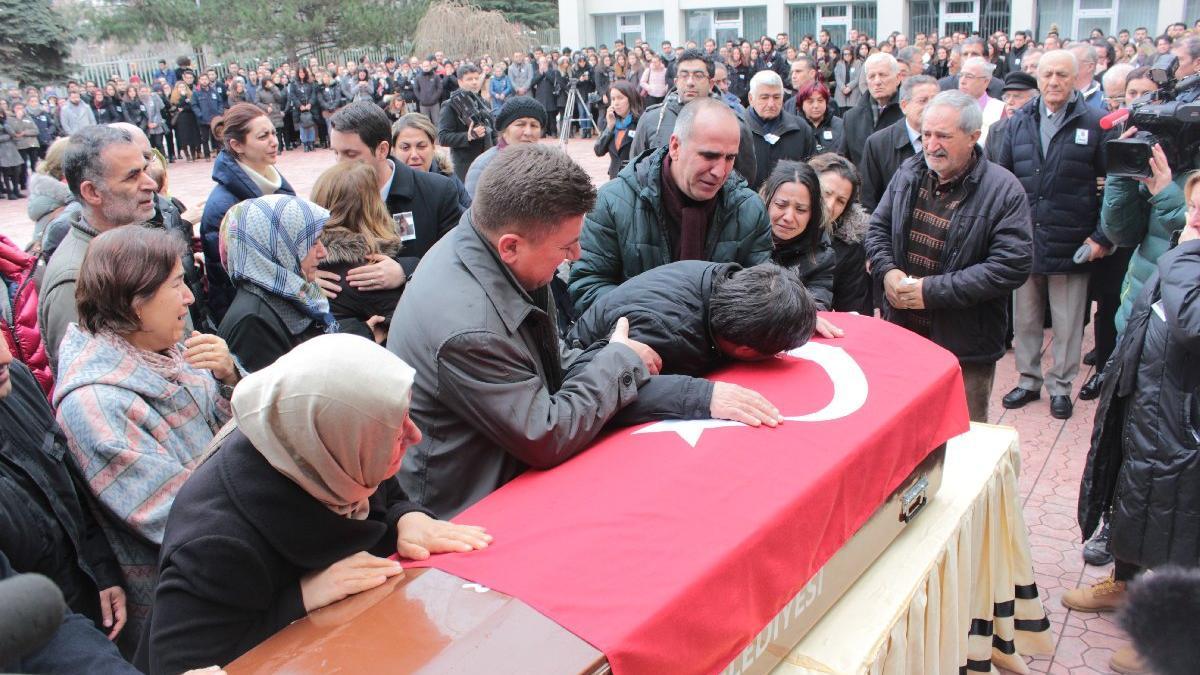 Üniversitede öldürülen Ceren Damar'a fakülte önünde son görev