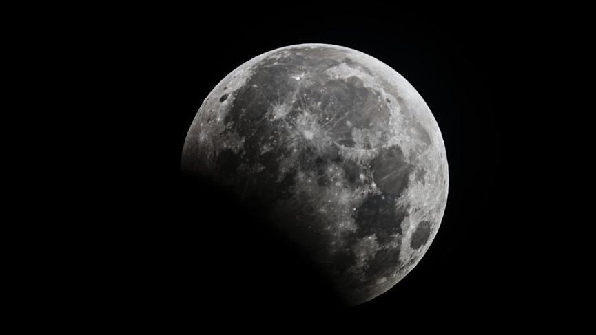 Aslan burcunda kanlı kurtlu Ay Tutulması