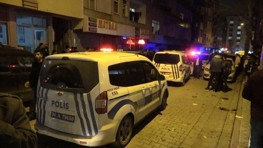 Genç kadını sokak ortasında dövdü! Araya girenleri bıçakladı